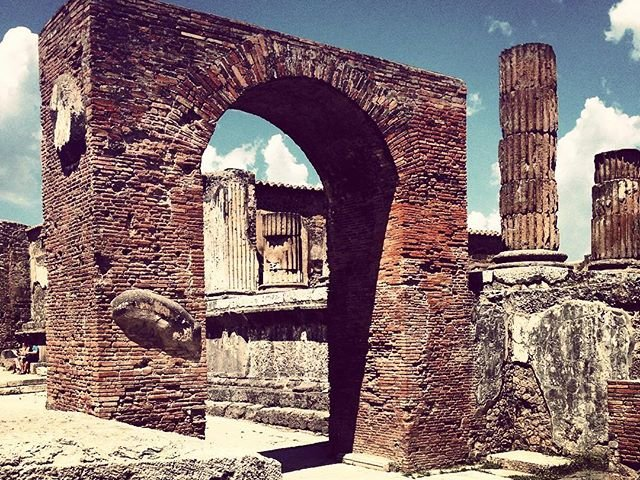 old ruin in Pompei