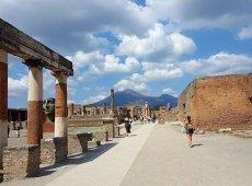 Street View of Ruin in Pompei | Positano Car Service