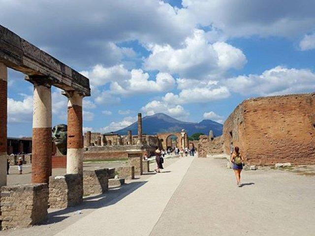 street view of ruin in Pompei