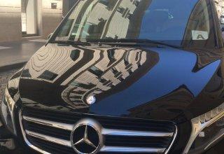black mercedes vagon of the Positano Car Service's Car Park