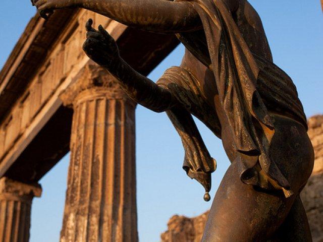 Statue in Pompei | Positano Car Service